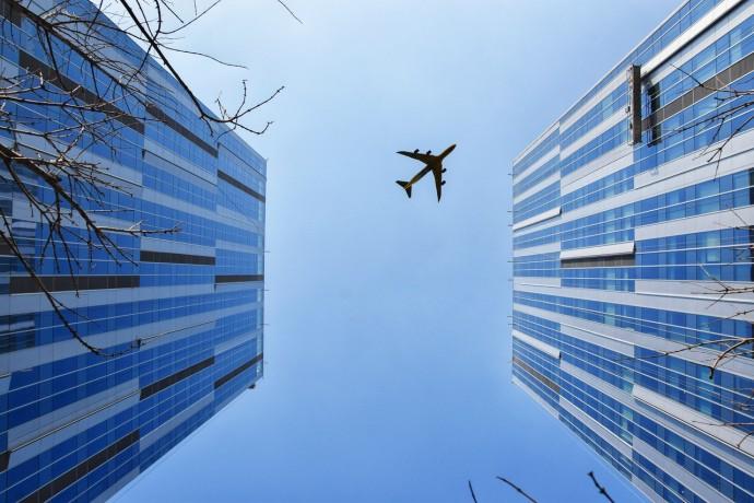 Výzkumníci varují před jednoduchým kyberútokem na letadla s autopilotem