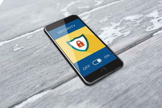 Smartphone je snadným terčem útoku: čím a jak ho chránit?