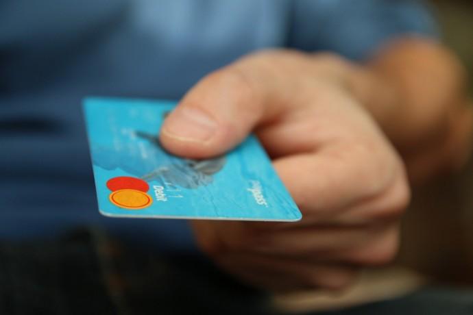 Jak bezpečně používat bezkontaktní platební kartu